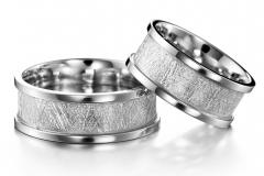Huurrematta-kihlasormus-laidoilla-kultasepät-andreasen