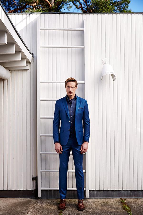 Miesten puvuissa juuri nyt kaikista trendikkäin valinta on sininen 62d5a4617e